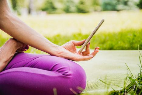 4 Ways To Incorporate Mindfulness Into Your Facebook Newsfeed
