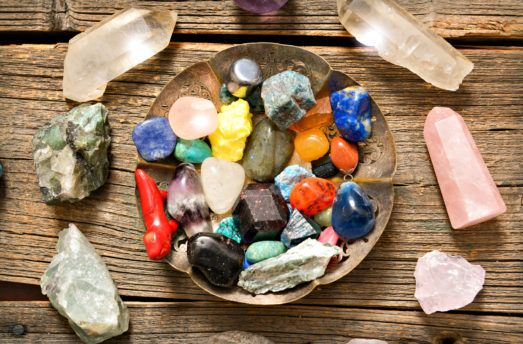 8 Gemstones That Attract Wealth